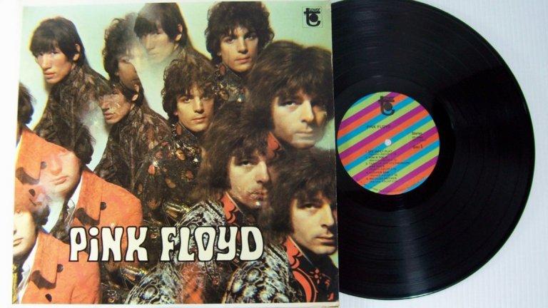 Pink Floyd – The Piper at the Gates of Dawn (1967)  Класика на психеделичния рок, оформила и наложила жанра, който след това роди още толкова много велики произведения. Водени от безумно вдъхновяващия чудак Сид Барет, Pink Floyd се заявяват като група без еквивалент в музикалното си мислене, смесваща хипнотизиращи звуци със загадъчни и задълбочени текстове, съдържащи и някаква детска наивност. Само година след излизането на албума, Барет потъва в тихата си лудост и става невъзможно да се работи с него – затова групата изживява големите си успехи без първия си фронтмен. Но макар че The Piper at the Gates of Dawn не е най-великият албум на Floyd, той вдъхновява бандата за всичко, което тя създава по-нататък.