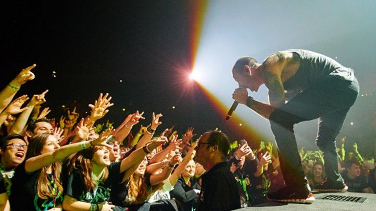 Макар годината за Linkin Park да бе помрачена от смъртта на вокалиста им Честър Бенингтън, бандата се класира на четвърто място по брой стриймвания.