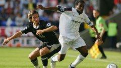 Джей Джей Окоча От ПСЖ в Болтън през 2002 Отборите на Сам Алърдайс винаги играят силов и не особено приятен за окото футбол, но трансферът на нигерийската звезда се отрази добре на техниката на Болтън.