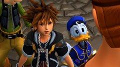 Kingdom Hearts 3  Платформи: Xbox One, PS4 Излиза: 29 януари  За Kingdom Hearts 3 се говори от много време, но най-сетне тя е на прага ни. Шарената екшън ролева игра на Disney и Square Enix продължава да изглежда също толкова неочаквано съчетание, колкото беше и преди почти 20 години. Наред с компетентна бойна система и RPG елемент, истинската магия на играта се ражда от цялата галактика анимационни хитове, включително появата на персонажи от популярни поредици като Toy Story, Frozen, Pirates of the Caribbean, Winnie the Pooh и Tangled - и, разбира се, добре познатите ни Гуфи и Доналд Дък. Заедно с всички тях, главният герой на поредицата Сора ще трябва да премине седем различни свята, за да открие седемте източника на Светлината. Концептуалната работа по Kingdom Hearts 3 почва още през 2006 г., но вече е време да видим играта в цялата й прелест.