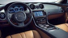 Системата InControl на Jaguar и Land Rover предлага на шофьора не само достъп до редица приложения на телефона му, но и е измислена така, че това да го разсейва възможно най-малко.   Едно от нещата, които колите им могат да правят, за разлика от обикновен смартфон, е например сдвояването на GPS системите на две коли, когато приятели пътуват заедно.