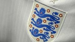 Още през 12-и век воините на Ричард I Лъвското сърце влизали в битка, развявайки знамена с лъвовете. И оттогава трите лъва неизменно са сред елементите на кралския герб.