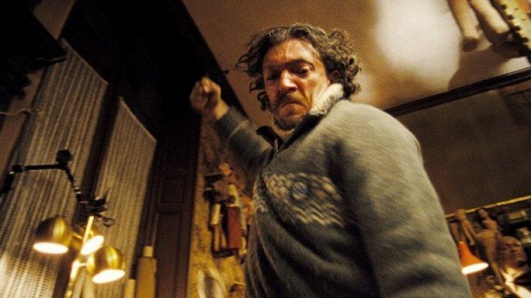 Шейтан / Sheitan (2006)   Въпреки че сякаш драмите и екшъните са типичния филмов жанр за Венсан Касел, тук той прави интересна роля в хорър. Касел е от онзи тип актьори, които спокойно могат да се снимат в приятна романтична комедия, а няколко месеца по-късно да избухнат в образа на хладнокръвен убиец.