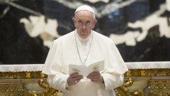 Папа Франциск е претърпял операция на дебелото черво