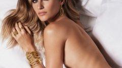 """Жизел отбелязва """"завръщането на извивките""""   Тя се появява на модния подиум в края на 90-те години, когато все още е на мода бледият измъчен вид на манекенките и така наречения """"хероинов шик"""". С атлетичното си тяло Бюндхен започва да променя тези стереотипи. През 1999-а статия за нея във Vogue обявява """"завръщането на сексапилния модел"""". Почти по същото време започват да набират популярност и други модели с извивки като Алесандра Амброзио и Адриана Лима."""