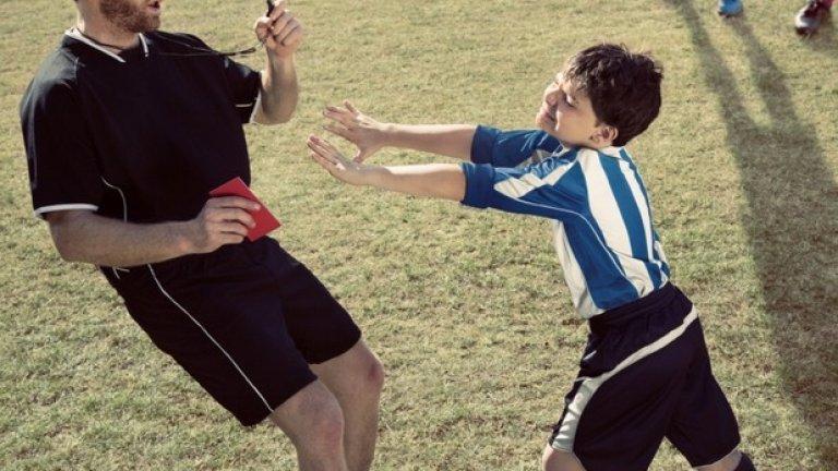 Случката между Пауло Ди Каньо и съдията Пол Алкок остава една от най-смешните в историята на английския футбол.