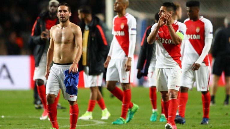"""2. Реваншът е твърде удобен за """"бианконерите""""  Монако, със своите 21 гола в 10 мача от Шампионската лига, изглеждаше като страховит съперник поне до снощи, но бяха блокирани от Юве по същия начин, по който и Барселона. Французите стреляха 14 пъти към Буфон, само че 9 от ударите излязоха извън вратата. Причината е, че Ювентус просто не оставя противниците да стрелят необезпокоявани и от удобни позиции.      В реванша е най-вероятно сценарият да се повтори. Футболистите на Монако са прекрасни в атака, но Юве не е губил у дома цял сезон и е твърде опитен тим, за да играе наивно като миналите съперници на """"монегаските"""" – Манчестър Сити и Борусия Дортмунд. """"Старата госпожа"""" ще изчака французите да сгрешат в защита, което те рано или късно ще направят, а играчи като Игуаин и Дибала ще се възползват от това."""