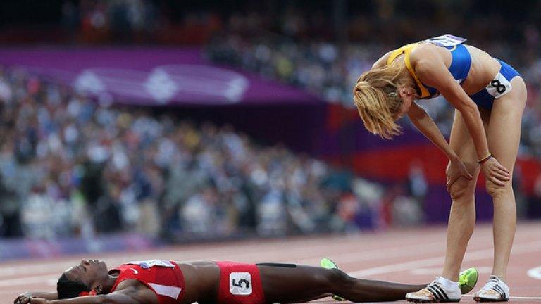 Изведнъж обаче усеща как, почти нечовешки, бива изпреварена от три състезателки. Две от тях - рускините Мария Савинова (златен медал) и Екатерина Пойстигова (бронз) - бяха хванати в използване на допинг