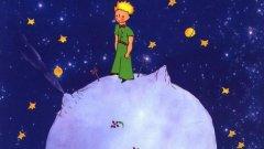 """Антоан дьо Сент-Екзюпери - """"Малкият принц""""   Това е книга, която е препоръчително да бъде прочетена поне два пъти – веднъж като дете и веднъж – като възрастен. Всякакви суперлативи за """"Малкият принц"""" звучат излишно и не на място. Просто ако скоро не сте посягали към Екзюпери, може би е време да го направите."""