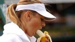 """На шампионския US Open 2006 Мария Шарапова трябваше да обяснява защо е получава """"наставления"""" от баща си и треньора си с банан"""