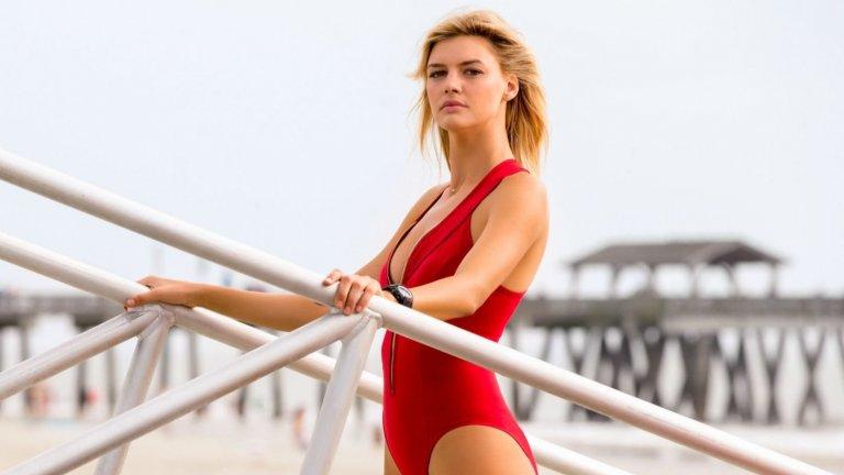 """Кели като Си Джей Паркър в """"Спасители на плажа"""" от 2017 г."""