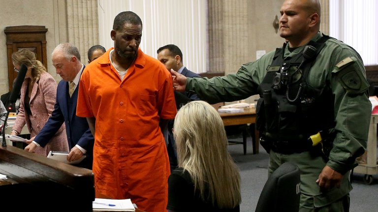 """Джеронда Пейс обвинява рапърът (на снимката), че я е изнасилил, а после ѝ е дал """"50 долара, за да излезе с приятелки"""""""