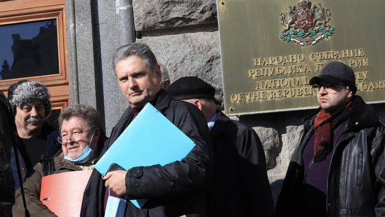 """Организацията на Николай Малинов все пак ще участва във вота, но под името """"Възраждане за отечеството"""""""