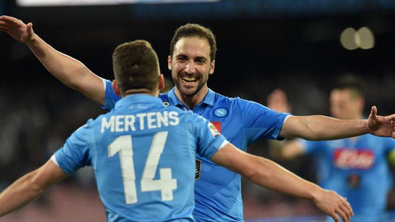 """7 Гонсало Игуаин Нежеланият в Реал, се превърна в звездата на Наполи. Сравненията с Диего Марадона не закъсняха, а Игуаин се превърна в любимец на Неапол и ще бъде интересно дали """"сините"""" ще се разделят с него това лято. И по-важното на каква цена."""