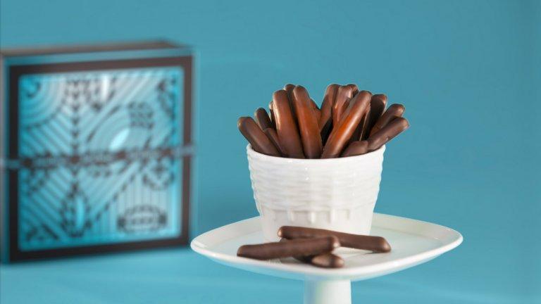 Ако всичко това ви е накарало да си представяте как вкусните шоколадови бонбони се разтапят в устата ви, но спазвате коледните пости, не бързайте да потискате желанието -Jeff de Bruges са помислили и за вас с изкушения от тъмен шоколад и плодови парченца например.