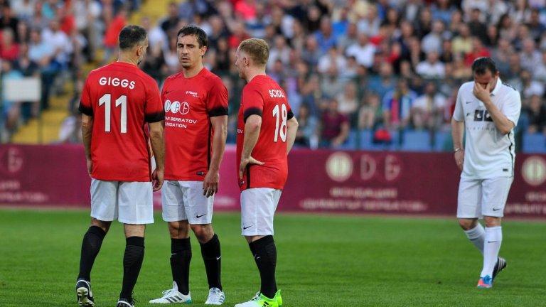 Три легенди на Юнайтед - Гигс, Скоулс и Гари Невил, обсъждат тактиката на червения тим