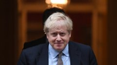 Всеки, който очаква Джонсън да обърне гръб на твърдите поддръжници на Брекзит и да се съгласи на сделка, която предвижда привеждане на страната в съответствие с правилата за единен пазар на ЕС, трябва да помисли отново.
