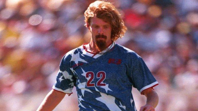 4. САЩ (1994)  В домакинското си Световно първенство американците се появиха с такива синьо-сиви фланелки с бели звезди. Самите футболисти на САЩ избухнали в смях, когато за пръв път видели предложените екипи, а един от тях помислил, че някой им прави номер.