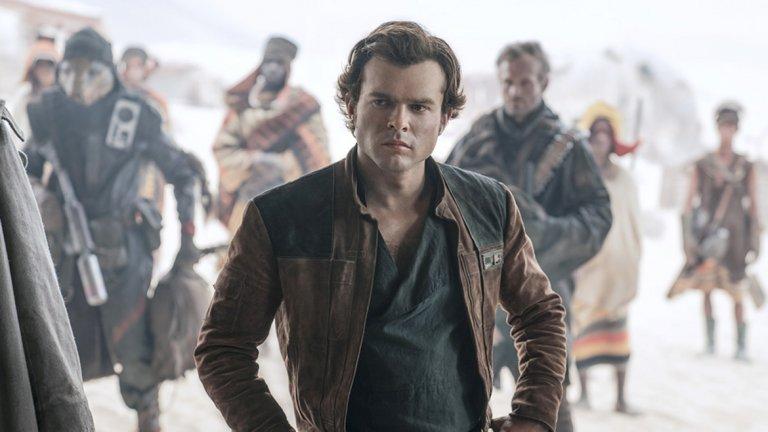 """Соло: История от Междузвездни войни/ Solo: A Star Wars Story   """"Соло"""" проследява приключенията на младия Хан Соло, в случая изигран от Алдън Ерънрайк. Въпреки че приходите от боксофиса не бяха разочароващи, феновете останаха по-скоро недоволни от филма. Критиките тук са подобни на тези към """"Мама Миа 2"""" - че всичко е било твърде предсказуемо и публиката реално не е видяла нищо ново и непознато. Като цяло високите очаквания останаха неоправдани."""