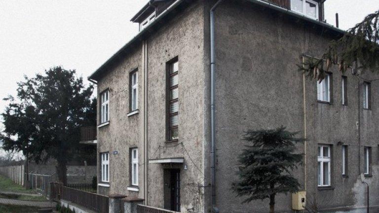 Днес това е жилищна сграда, но по времето на нацизма тук е живеел Рудолф Хьос - комендант на лагера