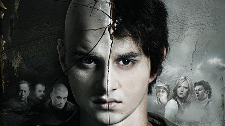 """Sisanje (2010) Много силен сръбски филм за историята на едно момче от Белград. Отличникът от математическата гимназия попада в света на """"бръснатите глави"""" в сръбската столица. Естествено, че скинарите са почитатели на Рад Белград, но във филма отборът носи измисленото име Радник."""
