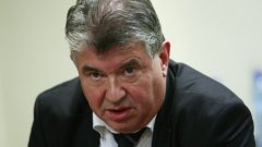 Илиев депозира оставката си на 19 юни без да посочва мотиви