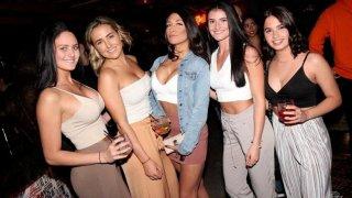 Мона Халем лично избира момичетата за партита.