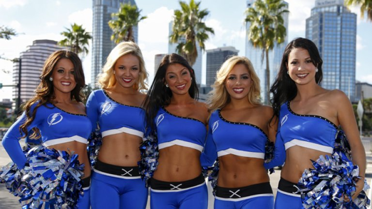 И пак палми и Флорида... Тампа бей помете всички по пътя си в редовния сезон (но губи 0:2 от Чикаго в плейофите), а Ледените момичета на отбора са стил и красота.