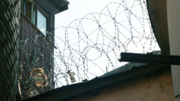 Смаин Аит Али Белкасем е прекарал 17 години по френските затвори
