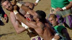 ММА? Калчо Сторико е най-бруталният спорт на света. Футбол, боксови умения и прийоми от ръгбито. Вижте защо това е не само брутален, но и един от най-изключителните спортове...