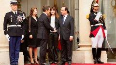 Оланд настоява за неубедителни политики за решаване на проблемите, които неговият предшественик Никола Саркози представяше като гаранция срещу сигурен провал