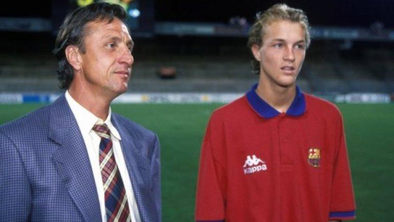 Треньорът Йохан със сина му Жорди, който днес също вече е наставник. Треньорите, които командват футбола, а са тръгнали от неговата философия, нямат чет.