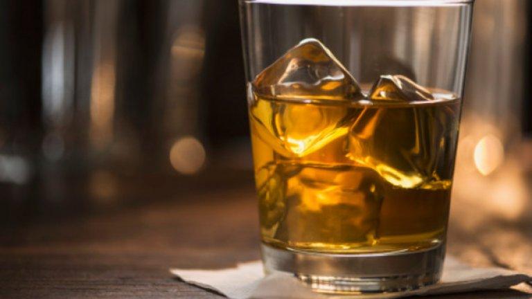 Избягвайте алкохола. Той води до дехидратация и не е ваш приятел в жегите.