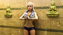 Известна е като украинската Барби или Жената - кукла, иначе името й е Валерия Лукянова. Тя се изявява като модел и доби популярност единственото с външния си вид, макар че всъщност не прилича на истинско момиче. Под псевдонима Amatue тя публикува спиритуални песни и текстове, както и коментари по актуални въпроси, които обаче остават за вътрешно ползване в Украйна.   Валерия доказа, че е от плът и кръв, но не отиде по-далеч, ако не броим стотици й снимки, които рано или късно ще омръзнат на хората, независимо от пейзажа.