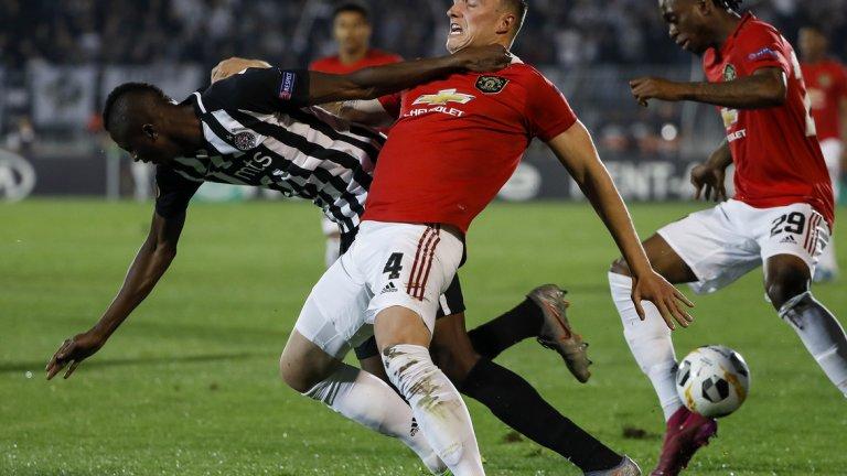 Фил Джоунс и останалите от Юнайтед бяха принудени да водят голяма битка, за да надборят Партизан