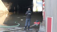 Наводнени булеварди и метростанции, преливане на реки и спряло електроподаване