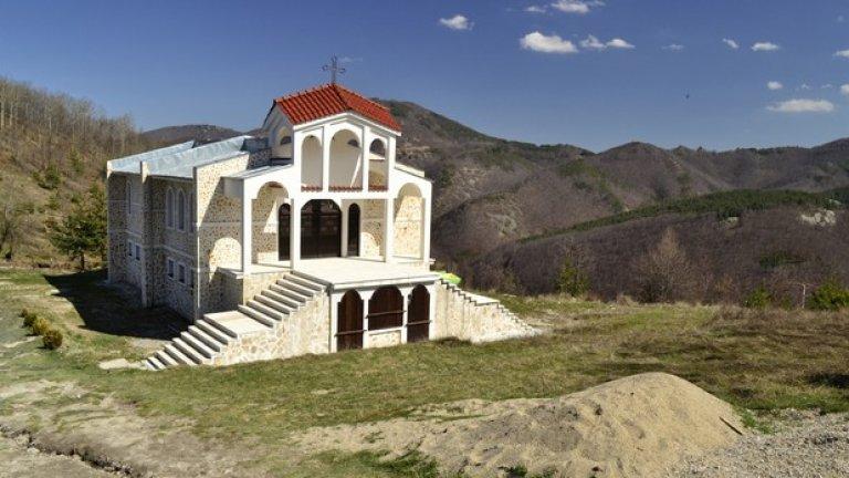 Храмът все още не е действащ, но се очаква съвсем скоро да бъде осветен и да отвори врати.
