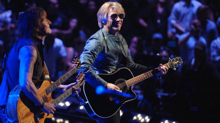 Bon Jovi - Bed Of Roses Мнозина са тези, които са обвинявали добрия стар Джон Бон Джоуви в това, че прави лигава музика. Обвиненията не са далеч от истината, но на всички се случва от време на време да си пуснат нещо от него. А когато става въпрос за нежни балади, Bed Of Roses е най-нежната и най-баладичната.