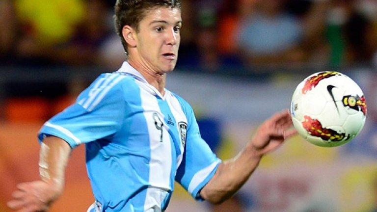 3. Лусиано Вието - Младият нападател впечатли всички в аржентинския   футбол с бързото си израстване. На 19 години той вече   е титуляр в Расинг и младежкия тим на страната