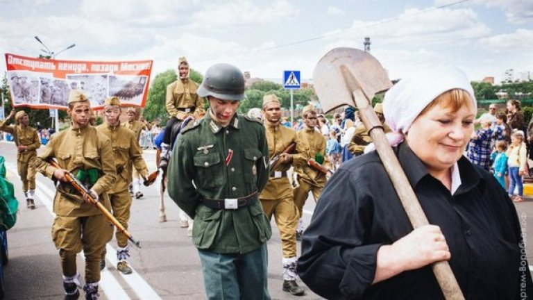 """Поводът за """"военния"""" парад се оказа двоен празник - денят на Раменское и денят на Русия"""