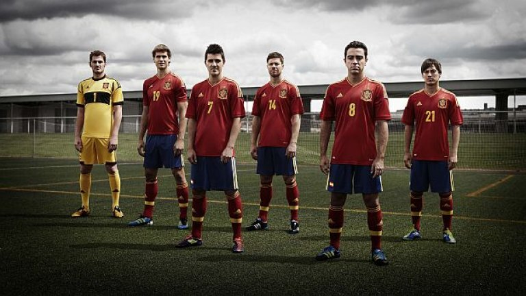 Европейският и световен шампион по футбол Испания завърши с пълен актив от 8 победи квалификационната си кампания за Евро 2012
