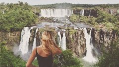 Водопадите Игуасу, Бразилия  Вижте галерията от околосветското пътешествие на Касандра де Пекол, която обиколи 193 държави за рекордните 19 месеца