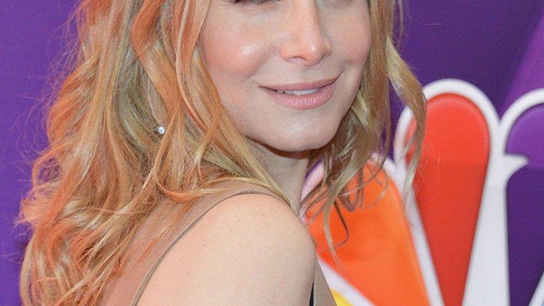 """Елизабет Мичъл е най-известна с ролята си на Джулиет Бърк в сериала """"Изгубени"""" и агентът на ФБР Ерика Еванс в """"Посетителите"""". И макар да не е толкова популярна или да не е олицетворение на сескапил, както останалите си връстнички в галерията, не можем да я подминем – все пак, бихте ли й дали 50?!"""
