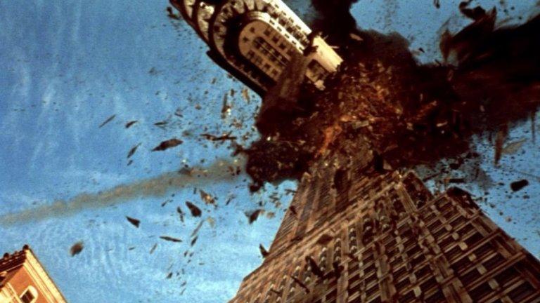 """Armageddon / Армагедон (1998) - Един толкова въртян от телевизиите филм, че чак боли. В случая заплахата идва от космоса под формата на гигантски астероид, който се е запътил към близка среща със Земята. Екип от хора, занимаващи се с добив на нефт (не се шегуваме), обединяват сили с космонавти от НАСА. Целта им - да стигнат до астероида и да го унищожат преди той да ни е превърнал в изчезнал вид. Филмът е от периода, в който """"творбите"""" на режисьора Майкъл Бей бяха с една идeя по-прилични. Ако не сте го гледали 50-ина пъти, може и да си го припомните."""