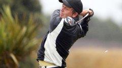 Забравете дънките, сандалите и хавайките, когато стъпите на голф игрище.
