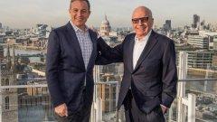 Disney купуват голямата част от активите на Fox, сред които филмовото студио 20th Century Fox и множество телевизионни канали. На снимката изпълнителният директор на Disney Боб Айгър и Рупърт Мърдок демонстрират задоволството си от сделката.