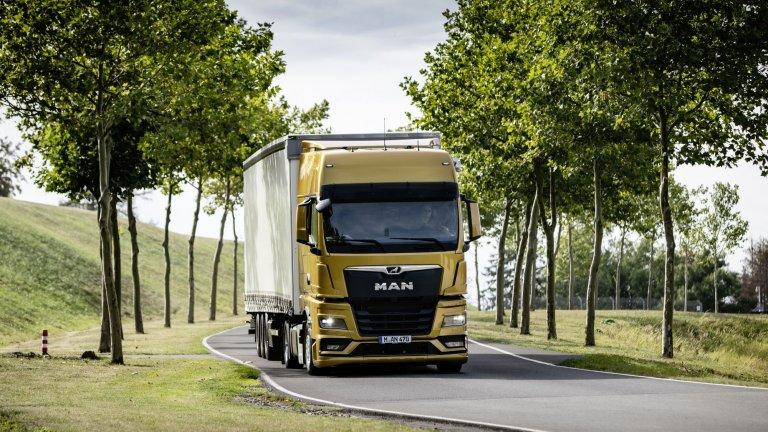 MAN TGX  Носител на няколко награди, сред които IF Design Award 2021, International Truck of the Year 2021 и German Design Award Gold 2021. Шофьорската кабина впечатлява с ергономичния си дизайн и философията за интуитивна работа. Налице е удобно легло, обемно пространство за багаж и лесна за употреба инфотейнмънт система - всичко това има за цел да осигури нужното разпускане на водача при почивките.  Отвъд удобството на водача MAN TGX впечатлява с икономичен двигател и подобрена аеродинамика. Круиз контрол системата с поддръжка на GPS анализира маршрута и автоматично изчислява най-подходящите скорост и стил на шофиране.