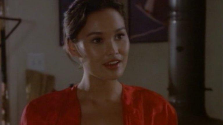 """Пробивът й като актриса идва обаче скоро след това с ролята й в теленовелата General Hospital, където играе Джейд - стажантка медицинска сестра. В сериала тя прекарва две години, последвани от роли в други сериали като """"MacGyver"""" и """"Anything but Love"""". (сцената е от """"MacGyver"""")"""