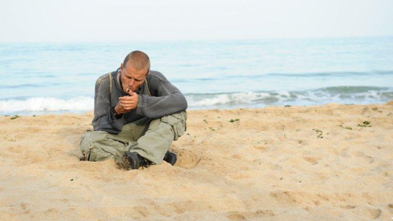"""Кецове (2011)  Младите режисьори на """"Кецове """" Иван Владимиров и Валери Йорданов дебютираха в пълнометражното кино с тази творба и събраха прекрасни отзиви от световни фестивали. Те разказаха история за шестима младежи, бягащи от своите провали и от градската агресия към най-далечната възможна точка. Един девствен залив събира персонажите, сближава ги и им връща надеждата – поне за малко.  Темите за бунта срещу действителността и постигането на идилия сред природата са допълнени с образа на морето, изграден от оператора Рали Ралчев. От красивата застиналост, заобикаляща героите, постепенно започва да лъха заплаха..."""
