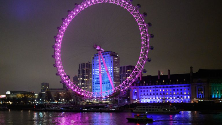 Лондон  В Лондон Нова година и спектакълът Brexit съвпаднаха, като и двете бяха почетени със звън на Биг Бен, но без светлинно шоу.